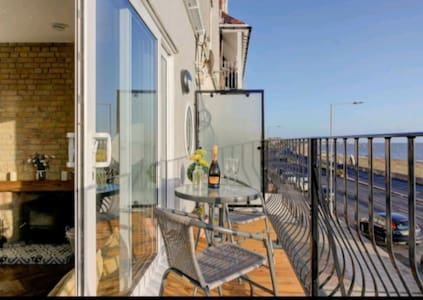 Stylish apartment with amazing sea views