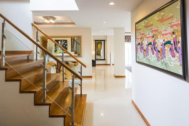Beautiful Modern 2-Story House