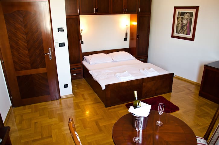 Modern,spacious,bathroom,cozy room - Zagreb - Villa