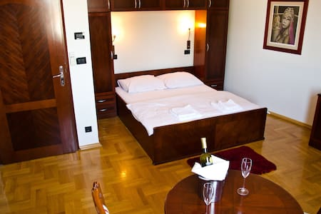 Modern,spacious,bathroom,cozy room - Zagreb