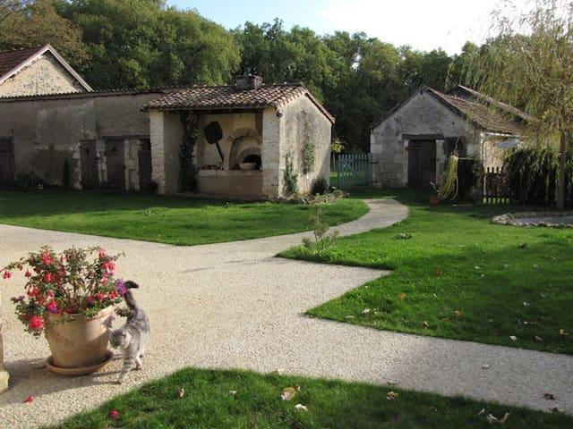 Les Tortues, maison dans campagne poitevine, 3 * - La Bussière - Dom