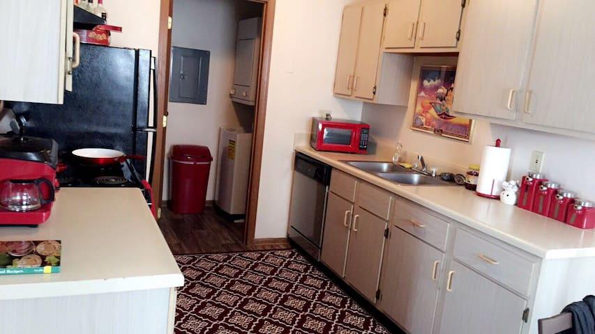 Bedroom in Charming Townhouse - Columbus - Lägenhet