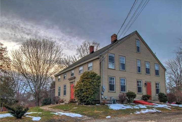 Vintage 1750 farmhouse near i95, Mystic, casinos