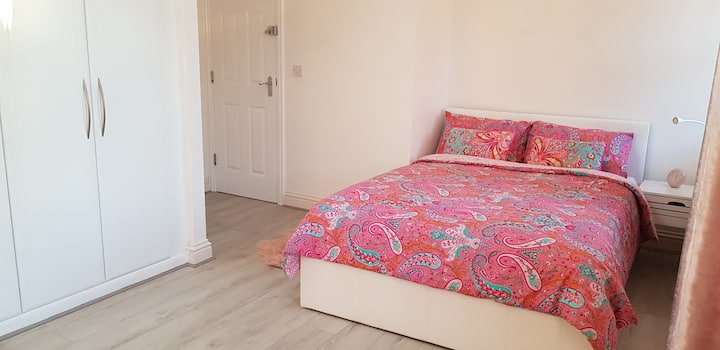 Your Room in Derby with Beautiful Private Bathroom