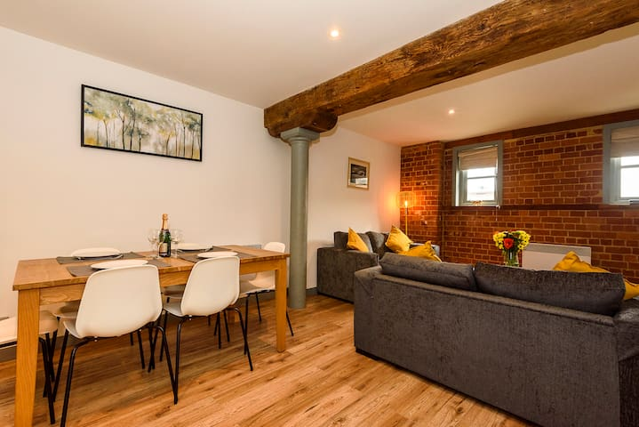 Gloucester Docks Luxe Apartment