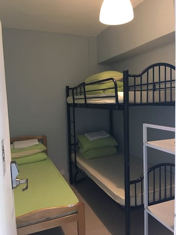 1 BED in DORMITORY shared 請注意是共用床位,完美主義者請勿訂