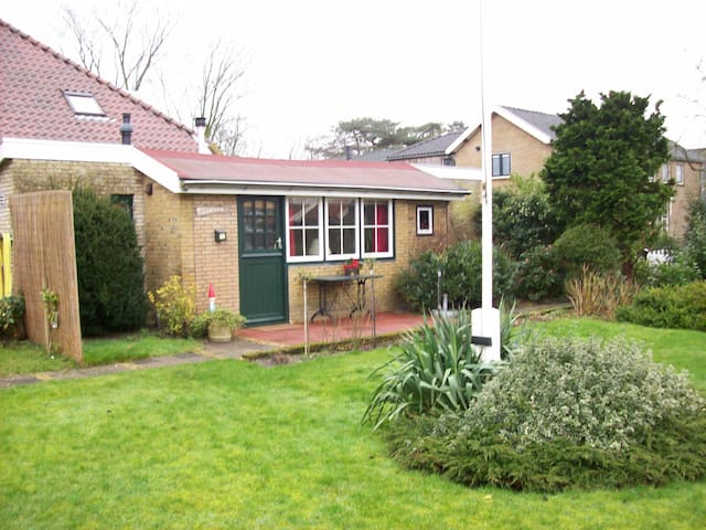 Heel knus tuinhuisje - Schiermonnikoog - Kulübe