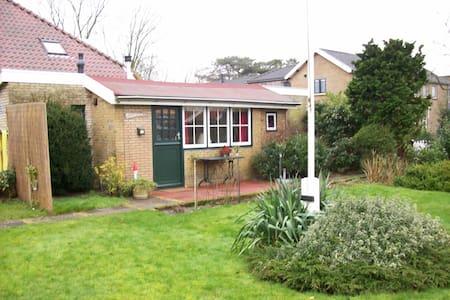 Heel knus tuinhuisje - Schiermonnikoog - Blockhütte