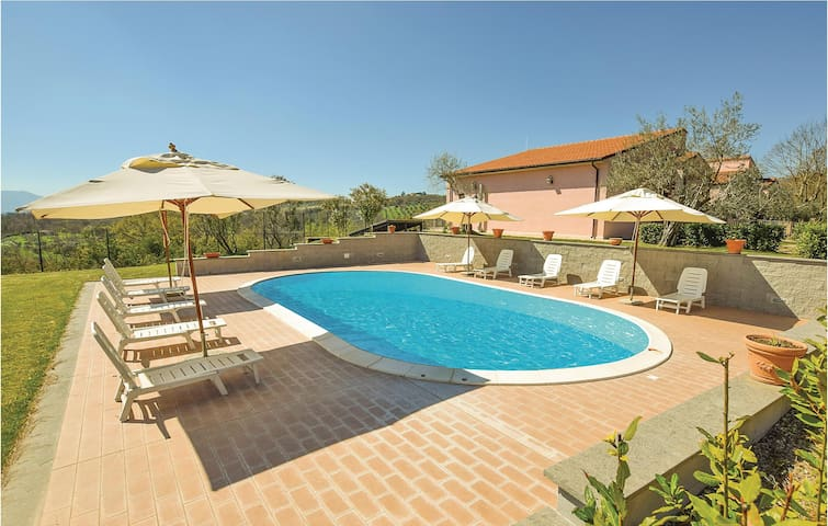 Holiday cottage with 13 bedrooms on 480 m²