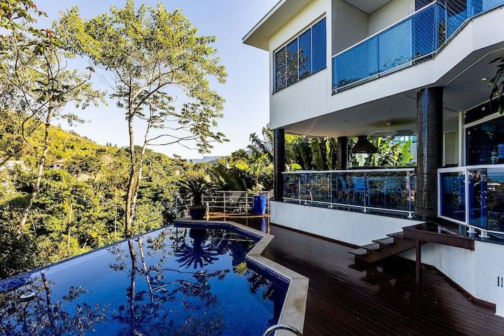 Casa em condomínio de alto padrão – Praia das Toninhas