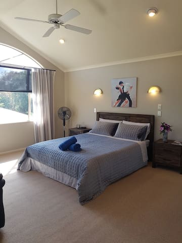 big bed room in flagstaff Hamilton