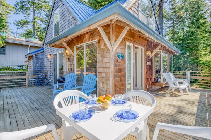 Make Happy Memories in this Charming Cottage in Manzanita!