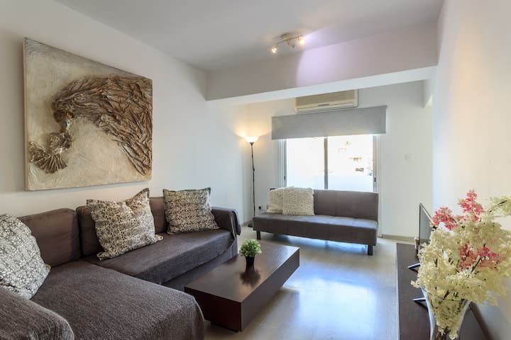 Welcome to my Spacious and Stylish Flat near the City Center !