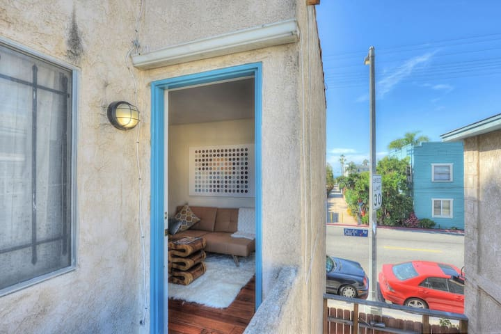 Amazing Venice Beach 1 Bedroom-2400P1