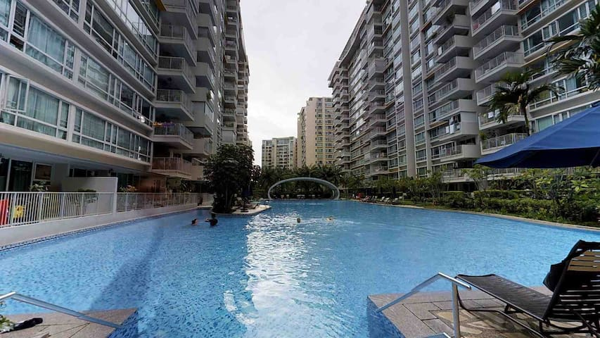 2mins walk to Lakeside MRT, Condo Masterbedroom
