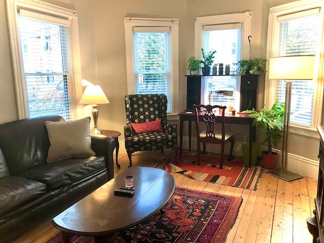 Cozy Two-Bedroom 1st Fl Apartment near Armory
