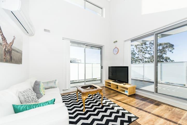 Stunning 2 Bedrooms  in Northern Suburb WAIT30 - Waitara - Lägenhet