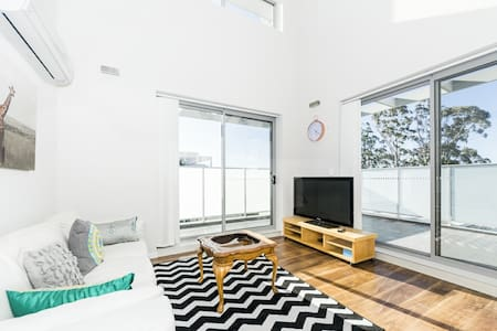 Stunning 2 Bedrooms  in Northern Suburb WAIT30 - Waitara - Apartament