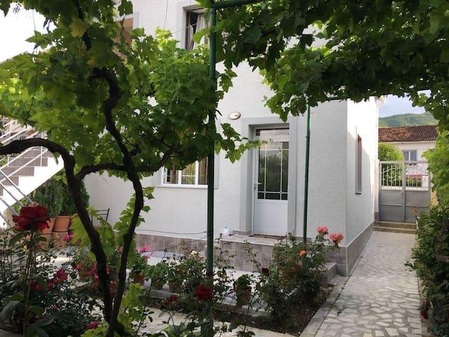 Lakefront Apartment 1, Pogradec