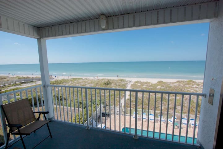Beachfront, Private Elevator, Free Wi-Fi & Cable, Pool, BBQ, W/D, Covered Parking- Sea Isles #M