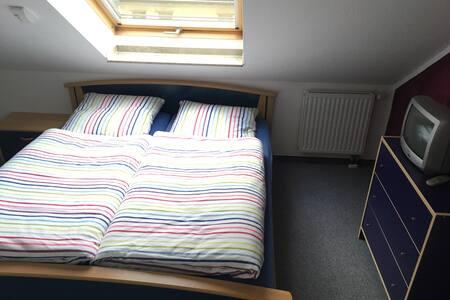 DG - Zimmer mit eigenem Bad und Flur - Neuss - Haus