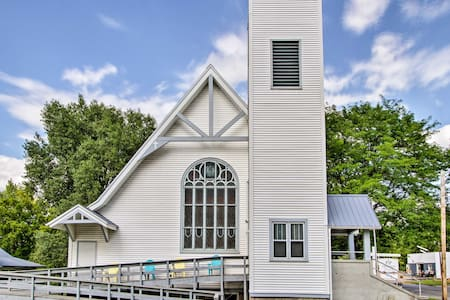 Historic Church Home - Walk to Durand Shops!