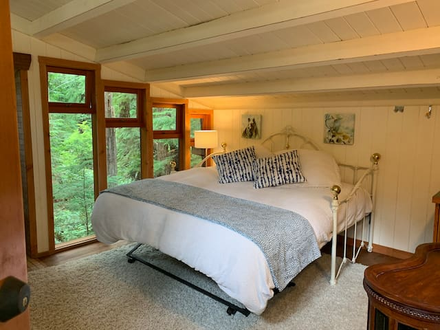 King size bed upstairs in Step In Time Mermaid with gorgeous private forest view!