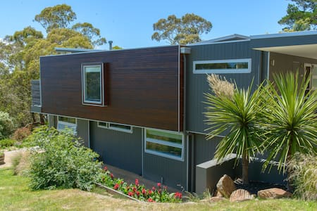 Architecturally designed and perfectly located - Arthurs Seat