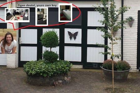 Welcome to Apeldoorn 1 hour drive to amsterdam - Apeldoorn - House