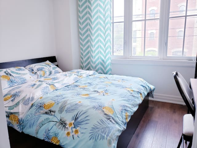 2 Private Rooms & Bathroom In DOWNTOWN TORONTO