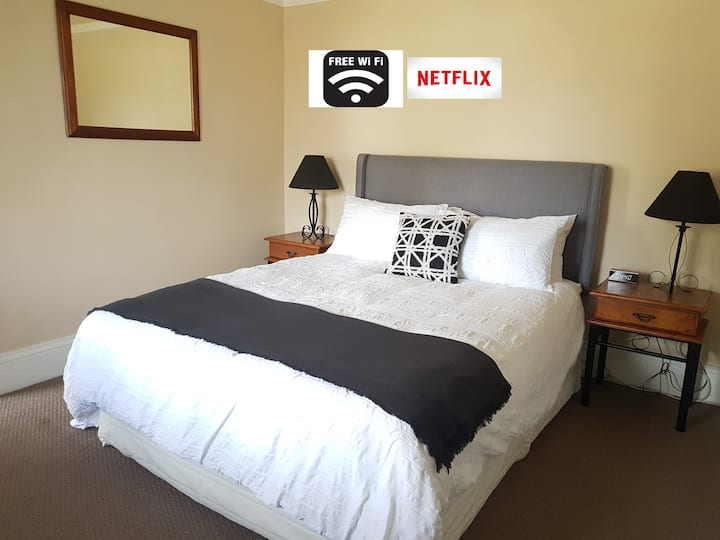 Central 3B/R Goulburn Escape -Linen, WIFI, Netflix