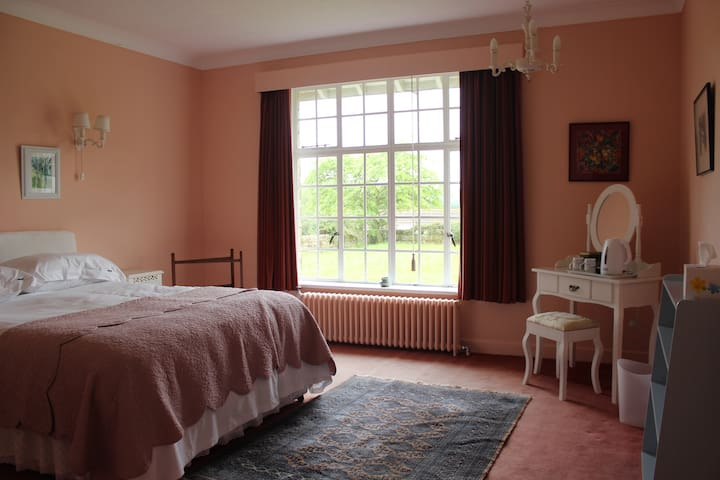 """Rose Room"", Waipori Lodge. Panoramic views - Briggswath"