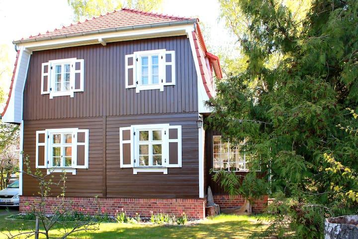 Ruhiges Zimmer, eigenes Bad, Option 2.Zi., Garten - Eichwalde - Rumah