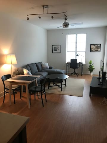 Charlotte 1 BR apartment with parking and pool
