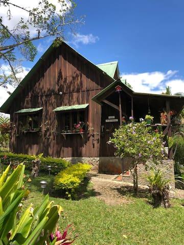 Casa Campestre estilo Chalet: Los Pirineos