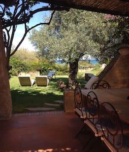 La villa in Sardegna - ออลเบีย