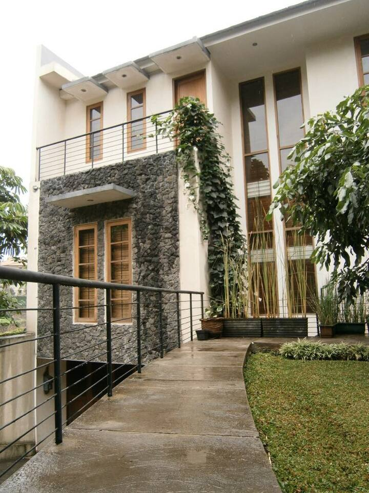 Big Vacation House in Dago Pakar Hill