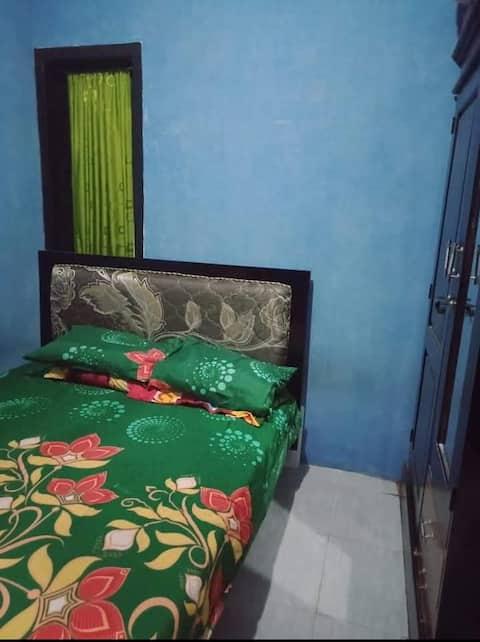 Affordable Room with Private Bathroom at Suliyati