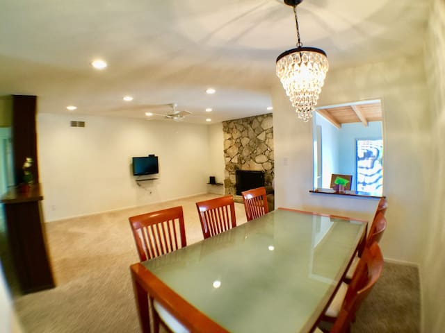 Private 3bd house with playstudio at beach city!