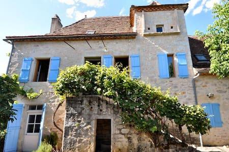 Ravissante maison en surplomb du Lot - Cajarc - บ้าน