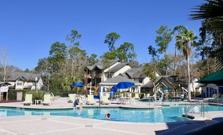Comfy 1BR/1BA JR Suite, Pool, Close to Parks
