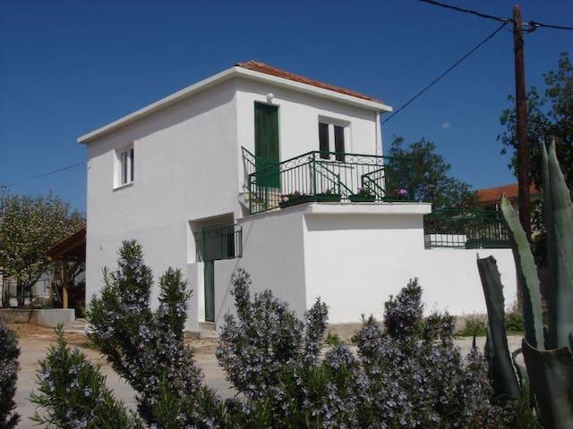 Holiday house Dinko Vinisce, Riviera Trogir