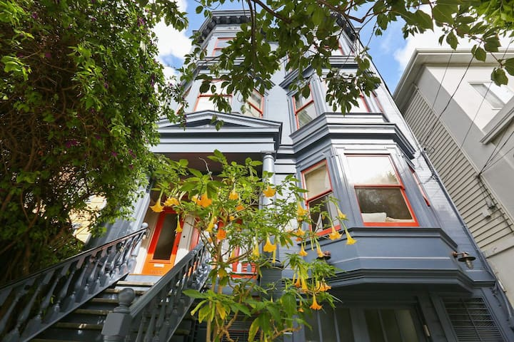 Secret Garden Victorian home in the Mission