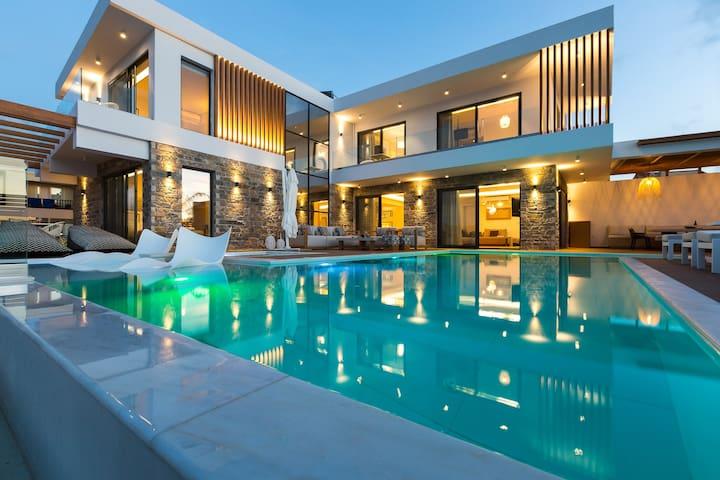 Wave Villa, Beach Front Retreat!