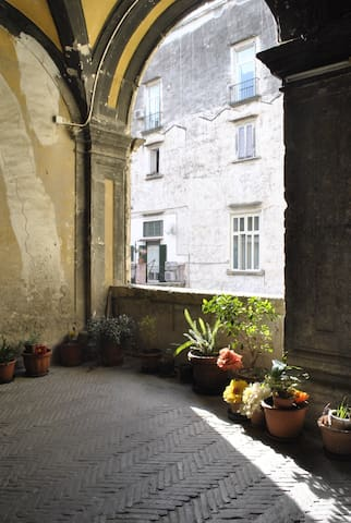 Into the alleys of Naples's historic centre. - Neapol - Apartament