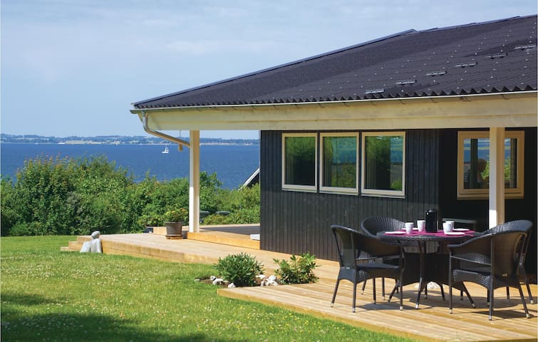 Holiday cottage with 3 bedrooms on 94m² in Kirke Hyllinge