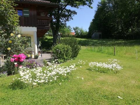 Appartement mit Terrasse am Waldrand  bei Salzburg