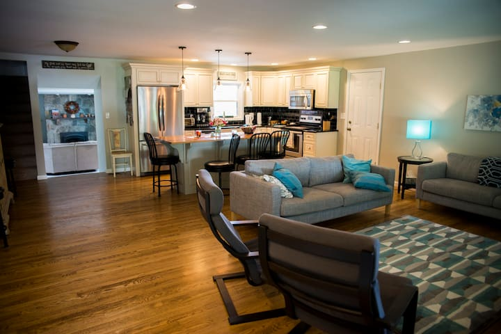 Sun Valley Ranch-er close to attractions, S&S, LBC