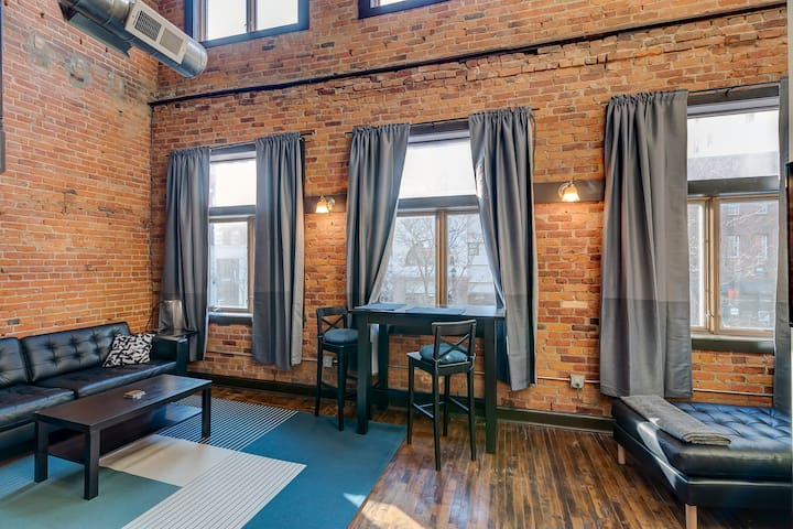 Spotless 3- Bedroom Loft Steps from the Capitol!