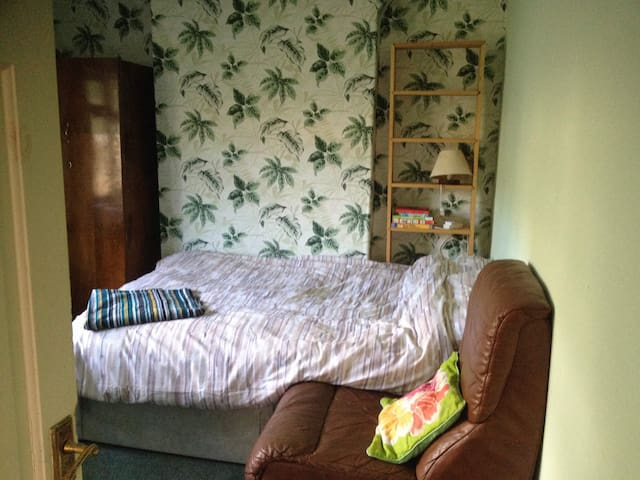 Single or double room near Stadium Swansea